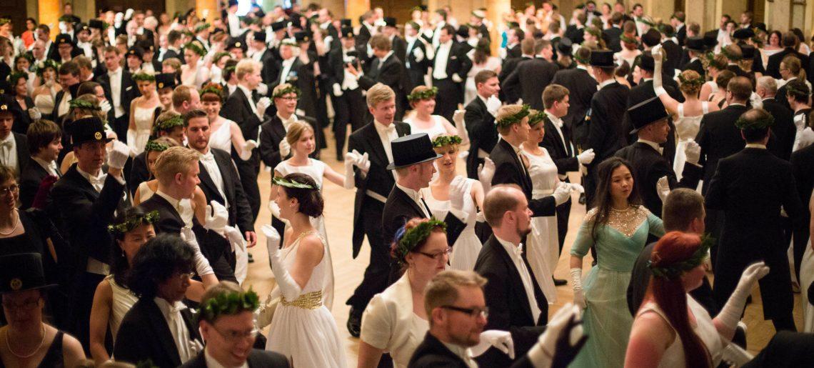Poloneesi, franseesi, Pas d'Espagne… Promootiojuhlallisuudet huipentuvat tanssin pyörteisiin